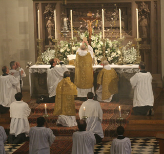 Elevation, Easter pontifical mass
